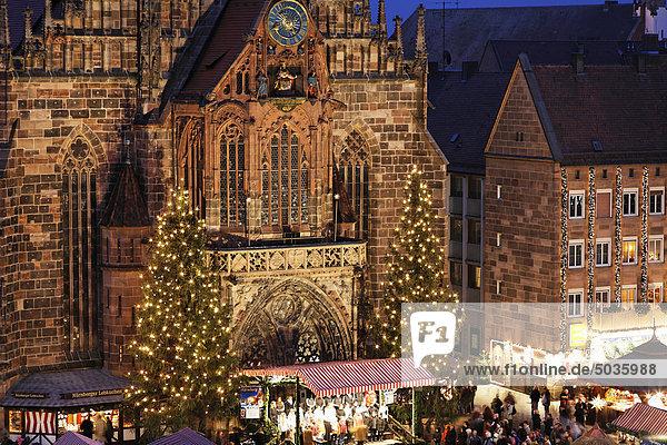 Deutschland  Bayern  Franken  Frauenkirche  Nürnberg  Blick auf den Christkindlmarkt Deutschland, Bayern, Franken, Frauenkirche, Nürnberg, Blick auf den Christkindlmarkt