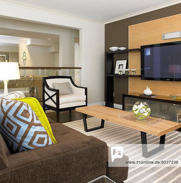 Zimmer geometrische Form Teppichboden Teppich Teppiche Streifen Wohnzimmer modern Kissen