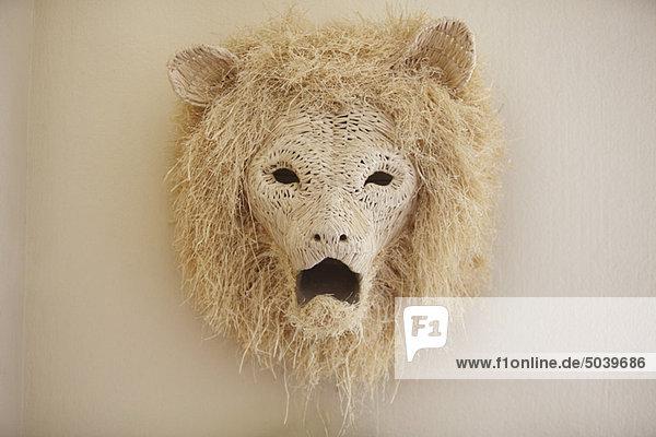 Nahaufnahme eines Löwenkopfes an der Wand