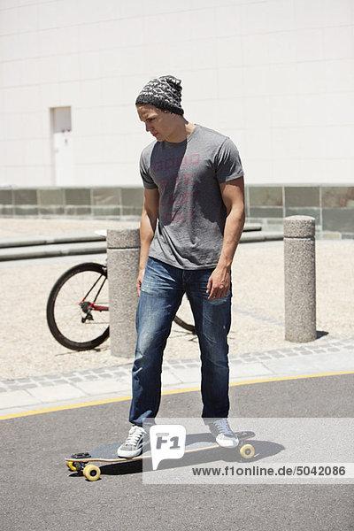 Skateboardfahren auf der Straße