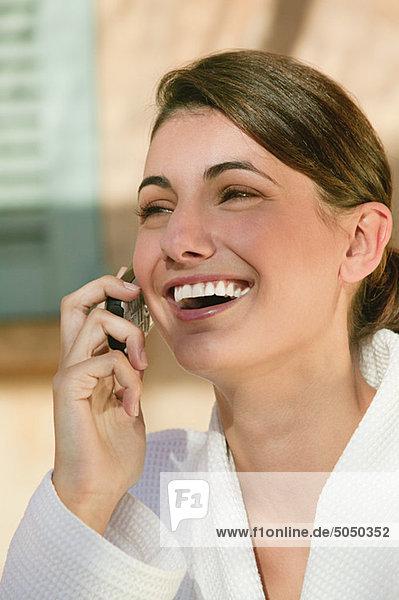 Glückliche Frau im Handy