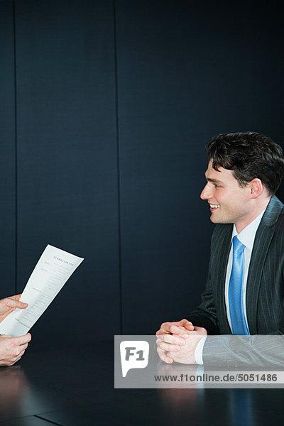 Kaufmann in Job-Interview