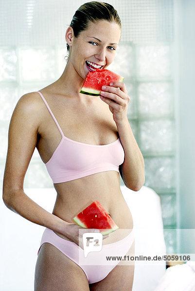Frau Essen Wassermelone