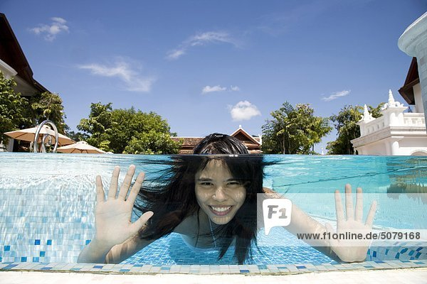 Frau Ostasien Urlaub Schwimmbad Mandarine Chiang Mai Thailand