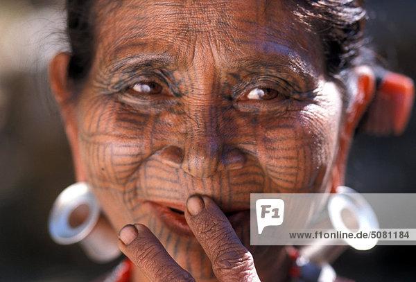 Burma arakan chin frau mit spiderweb tätowierung stock fotografie