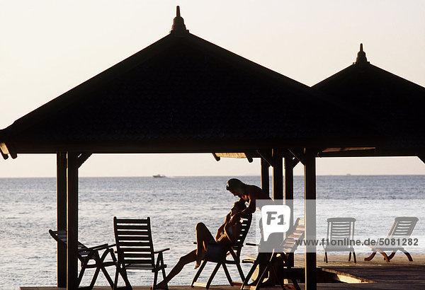 Malediven  paar entspannenden am Meer