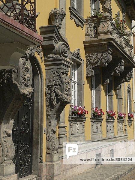 Budapest Hauptstadt Palast Schloß Schlösser Wohnhaus Fassade Hausfassade Ortsteil Ungarn
