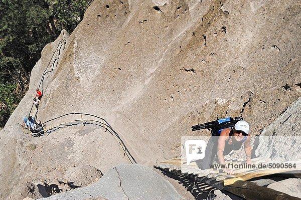 Vereinigte Staaten von Amerika  USA  Frau  Leiter  Leitern  Dorf  Indianer  antik  klettern  Santa Fe