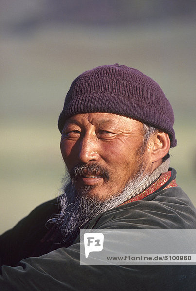 mongolei b rtiger mann lizenzpflichtiges bild bildagentur f1online 5100960. Black Bedroom Furniture Sets. Home Design Ideas