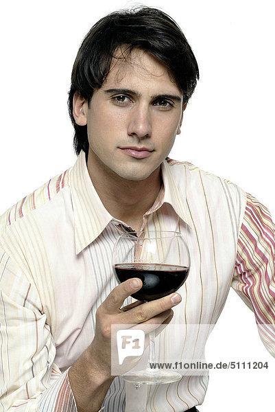 Mann mit Glas Wein
