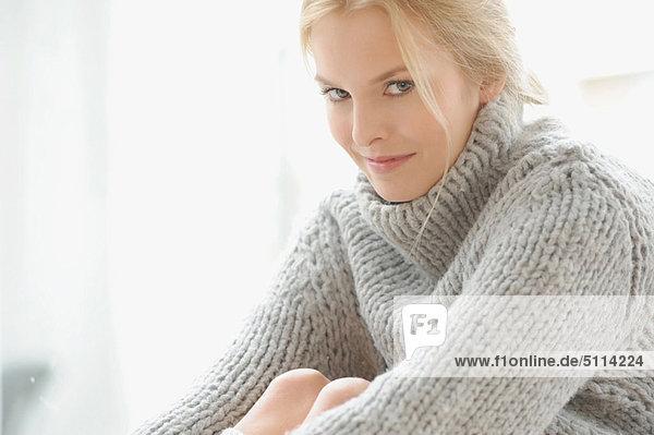 Frau  Pullover  Kleidung  dicht