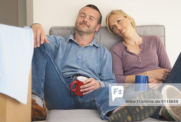 Zusammenhalt  Couch  Kaffee