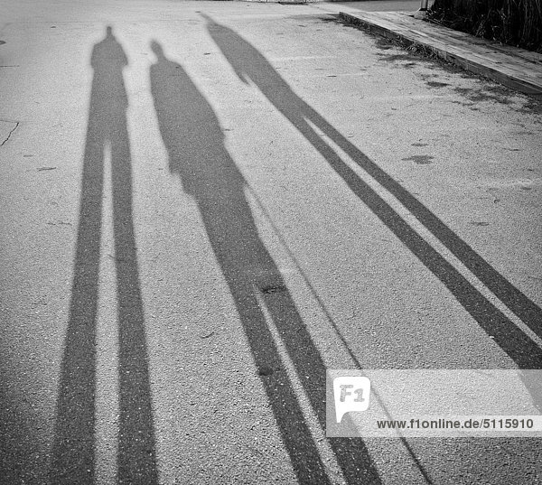 Drei lange Schatten