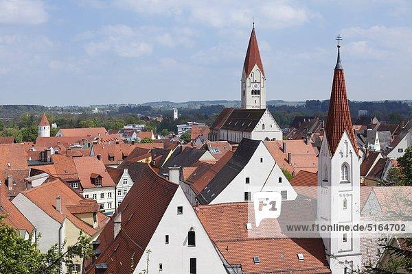 Deutschland  Bayern  Schwaben  Allgäu  Kaufbeuren  Blick auf St. Martin Kirche und Abteikirche