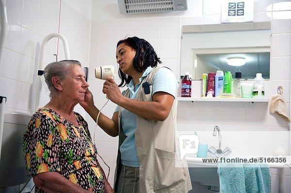 Wohnhaus Hilfe Senior Senioren Kleidung Bevölkerungsgruppe Sorge bekommen Rotterdam