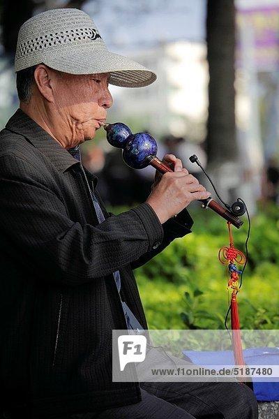 Mann  Tradition  Meer  chinesisch  Spiel  Stadtplatz  Mond  China  Bucht  Flöte