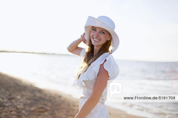 Braut  lächeln  Strand