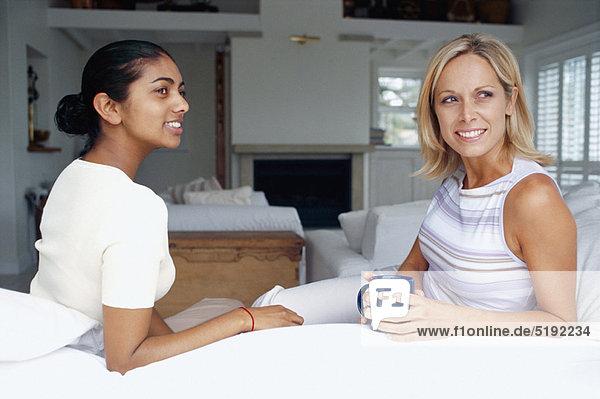 Frau  Zimmer  Kaffee  Wohnzimmer