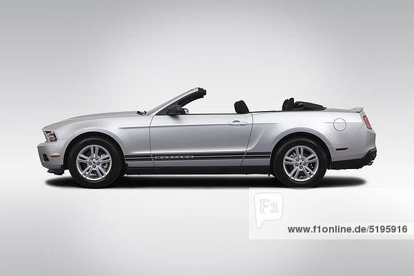 2012 Ford Mustang V6 in Silber - Treiber-Seitenansicht