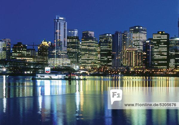 Vancouver  Kanada  Skyline bei Nacht