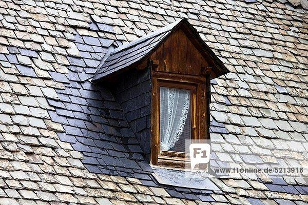 Dach typisch Katalonien Pyrenäen Schieferplatte Spanien Valle
