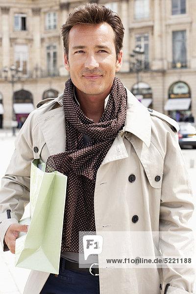 Man holding a shopping bag  Paris  Ile-de-France  France