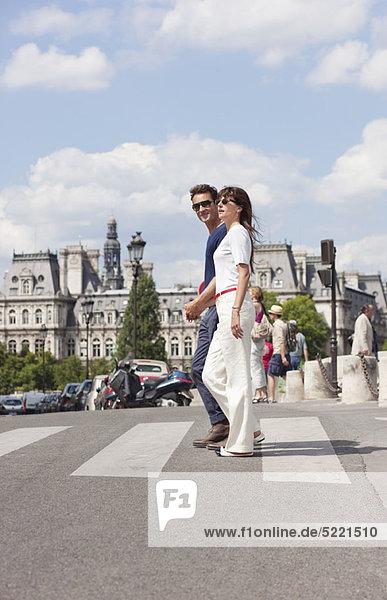 Couple crossing the road  Paris  Ile-de-France  France