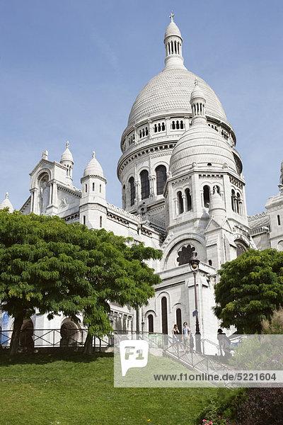 Tiefblick auf eine Kirche  Basilique Du Sacre Coeur  Paris  Ile-de-France  Frankreich