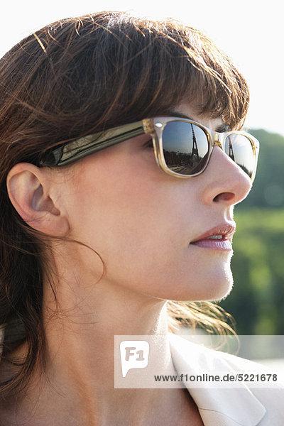 Nahaufnahme einer Frau mit Sonnenbrille  Paris  Ile-de-France  Frankreich