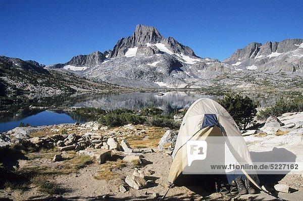 Vereinigte Staaten von Amerika  USA  See  Landschaftlich schön  landschaftlich reizvoll  Hintergrund  Campingplatz  Reklameschild  Berg  Zimmer  Kalifornien