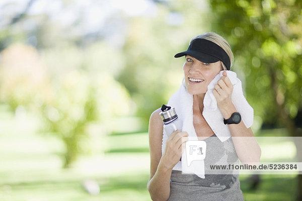 Frau beim Training im Freien