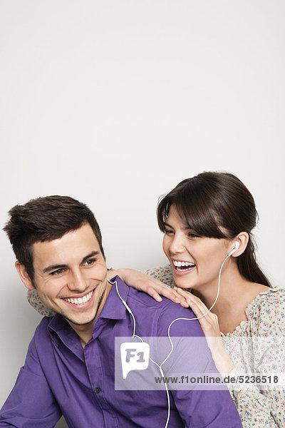zuhören  lächeln  Kopfhörer