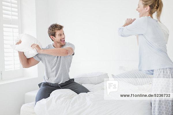 Kampf  Schlafzimmer  Kopfkissen
