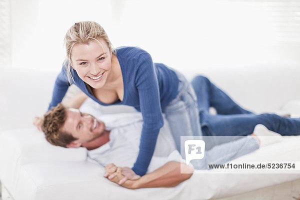 Zusammenhalt  Couch  spielen