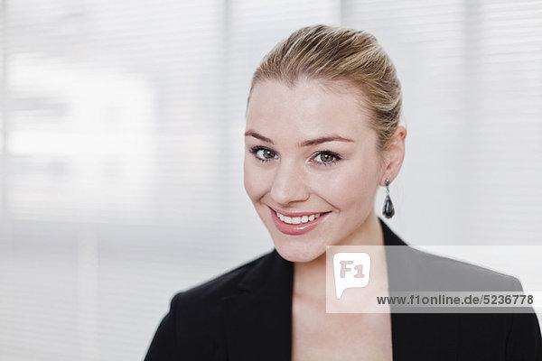Geschäftsfrau  lächeln  Büro
