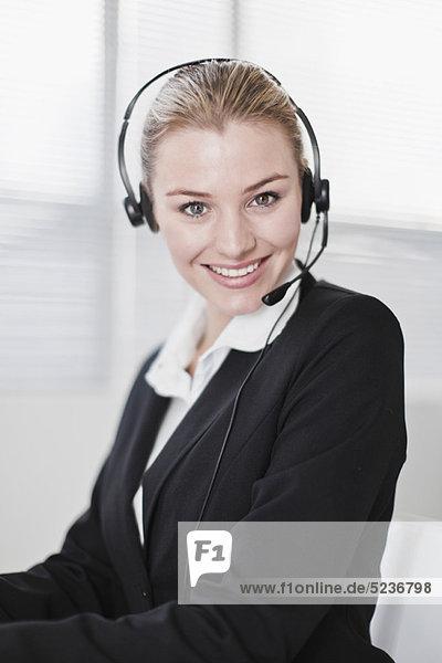 Geschäftsfrau  Headset  Büro  Kleidung