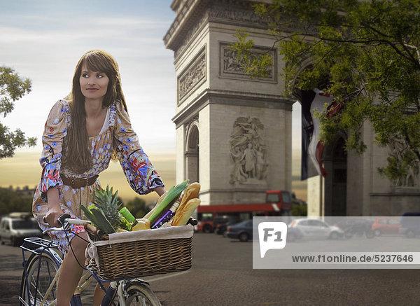 Frau  fahren  Brücke  Fahrrad  Rad
