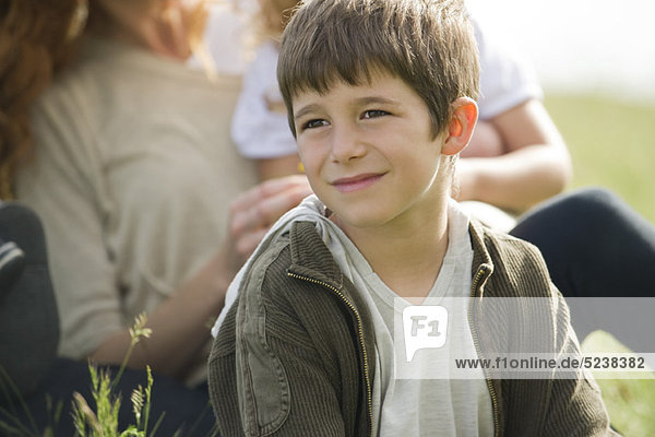 Boy looking away in Gedanken