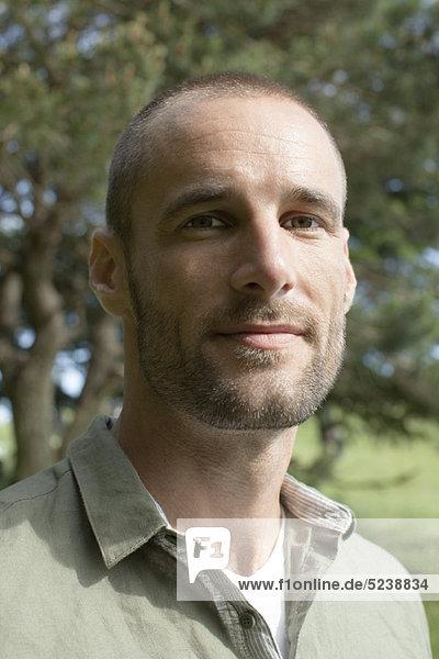 Mann Außenaufnahme  portrait