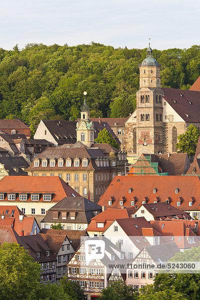Deutschland  Baden-Württemberg  Schwabisch Hall  Blick ins Stadtbild mit St. Michael Kirche