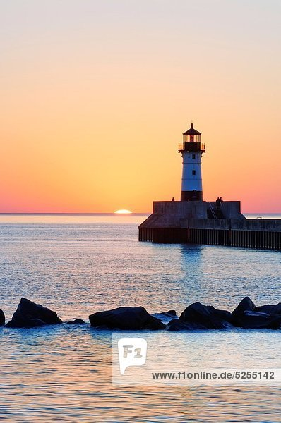 Fischereihafen  Fischerhafen  Eingang  Sonnenaufgang  Leuchtturm  Minnesota