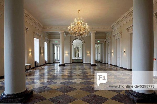 Eingangshalle ,Mittelpunkt ,Kerzenhalter, Kerzenständer ,UNESCO Welterbe  ,Eifel ,Kurfürstliches Palais