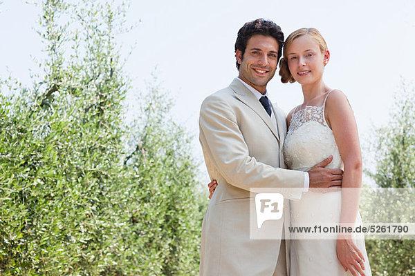 Jungvermählten umarmen  Porträt Jungvermählten umarmen, Porträt