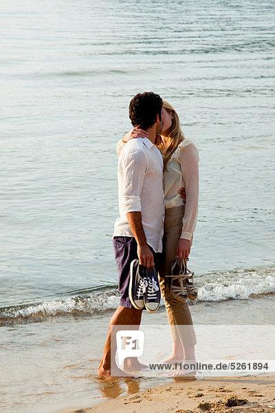 Strand küssen jung