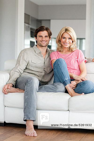 Couple on Sofa  Porträt