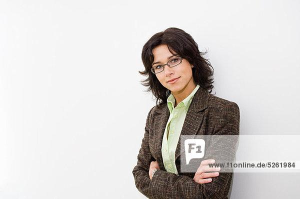 Geschäftsfrau mit gekreuzten Armen  Portrait