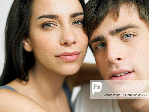 Junges Paar umarmen close-up  portrait