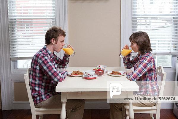 Küche jung trinken Saft Tisch