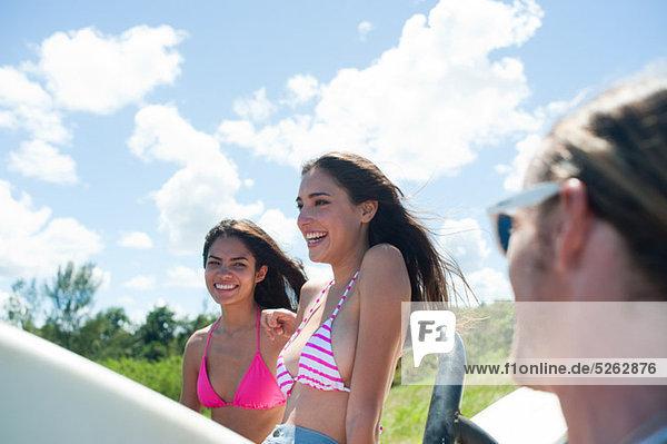 Junge Frauen im Urlaub