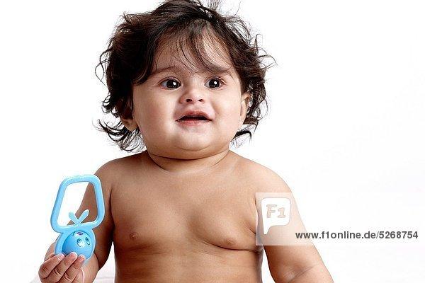 Fröhlichkeit halten Spielzeug Freier Oberkörper nackt Mädchen Baby